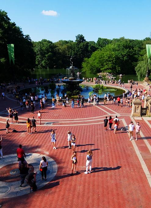 セントラルパークのベセスダ・テラス(Bethesda Terrace)から見下ろす噴水広場と湖_b0007805_05262527.jpg
