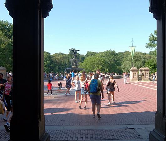 セントラルパークのベセスダの噴水(Bethesda Fountain)広場へ・・・_b0007805_06034590.jpg