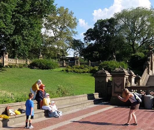 セントラルパークのベセスダの噴水(Bethesda Fountain)広場へ・・・_b0007805_06045741.jpg