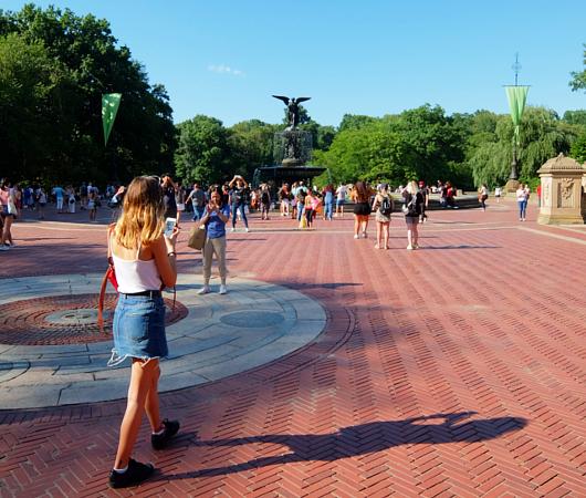 セントラルパークのベセスダの噴水(Bethesda Fountain)広場へ・・・_b0007805_06075456.jpg
