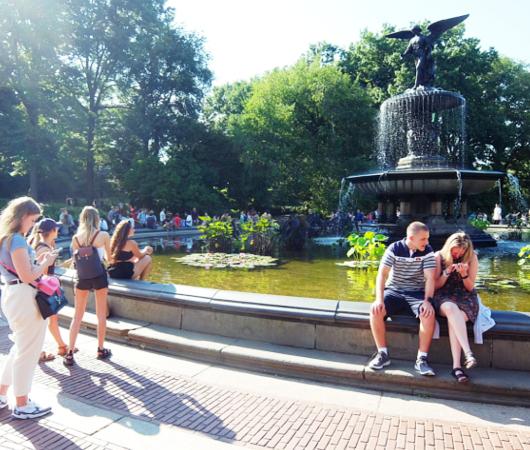 セントラルパークのベセスダの噴水、暑い夏の日ならではの風情と美しさ_b0007805_06190339.jpg