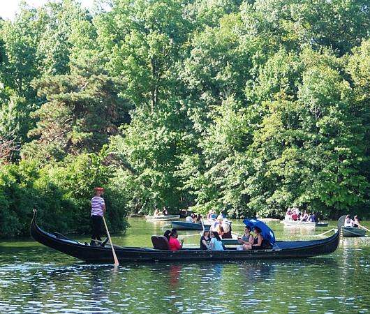 暑い夏の日にぴったり、セントラルパーク最大の湖(The Lake)の貸しボート_b0007805_06504867.jpg