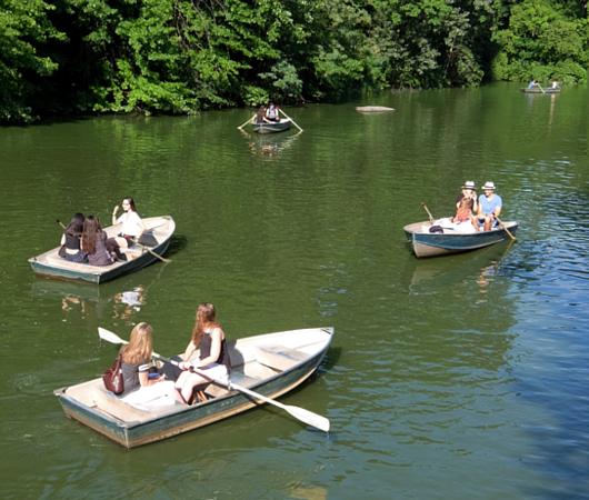 暑い夏の日にぴったり、セントラルパーク最大の湖(The Lake)の貸しボート_b0007805_06531718.jpg