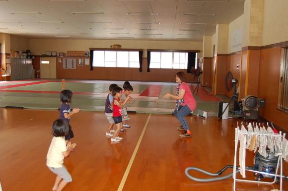 キッズダンス教室始まりました!_d0010630_11062654.jpg