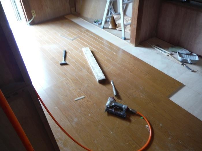 室内リフォーム ~ 和室の床とクロス工事_d0165368_09012575.jpg