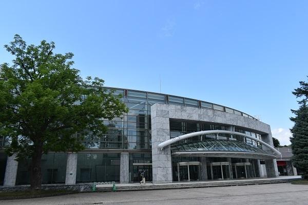 街角美術館 コンサートホール「きたら」のロビーに安田侃の作品がありました。_f0362073_17334194.jpg