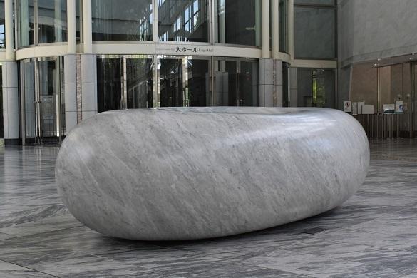 街角美術館 コンサートホール「きたら」のロビーに安田侃の作品がありました。_f0362073_17341788.jpg