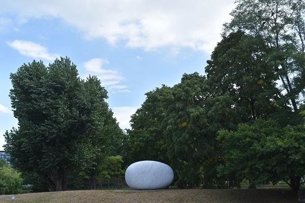 街角美術館 コンサートホール「きたら」のロビーに安田侃の作品がありました。_f0362073_17430704.jpg