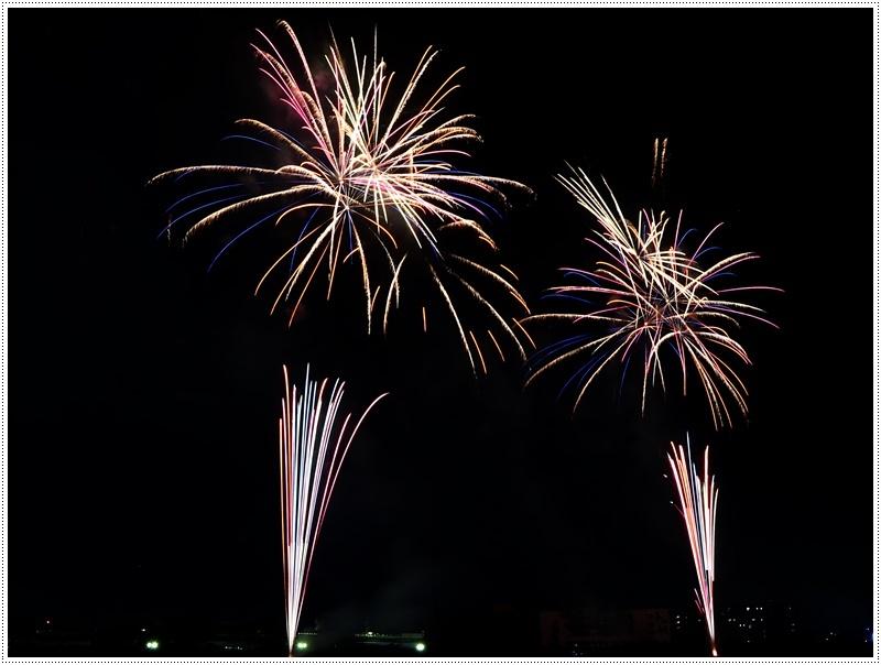 大分の夏祭り その4 花火大会 色鮮やかな花火も良いけど、日本古来の花火も素敵です_b0175688_07432688.jpg