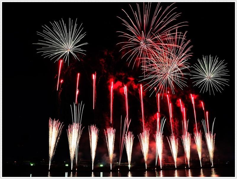 大分の夏祭り その4 花火大会 色鮮やかな花火も良いけど、日本古来の花火も素敵です_b0175688_07433449.jpg