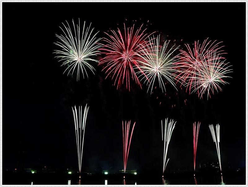 大分の夏祭り その4 花火大会 色鮮やかな花火も良いけど、日本古来の花火も素敵です_b0175688_07433775.jpg