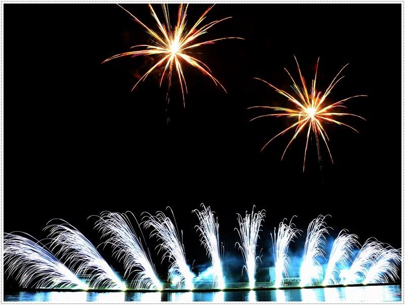 大分の夏祭り その4 花火大会 色鮮やかな花火も良いけど、日本古来の花火も素敵です_b0175688_07434105.jpg