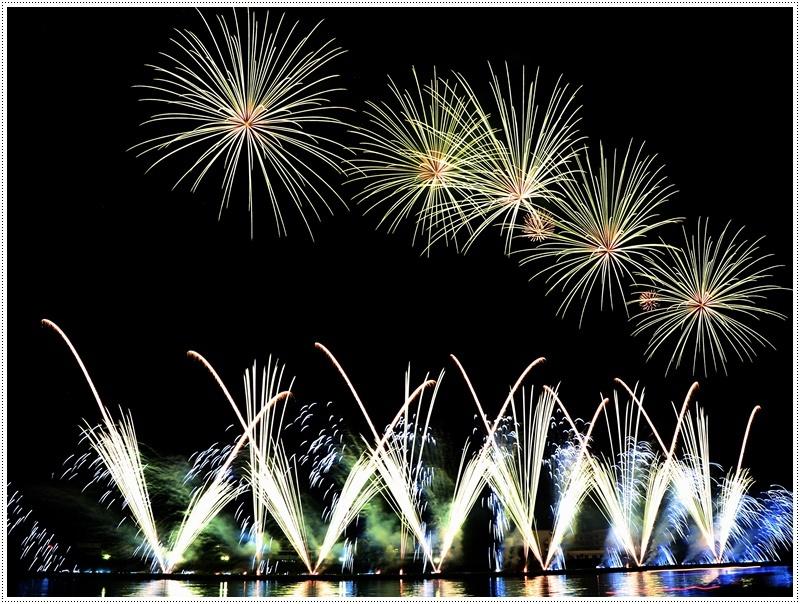 大分の夏祭り その4 花火大会 色鮮やかな花火も良いけど、日本古来の花火も素敵です_b0175688_07434564.jpg