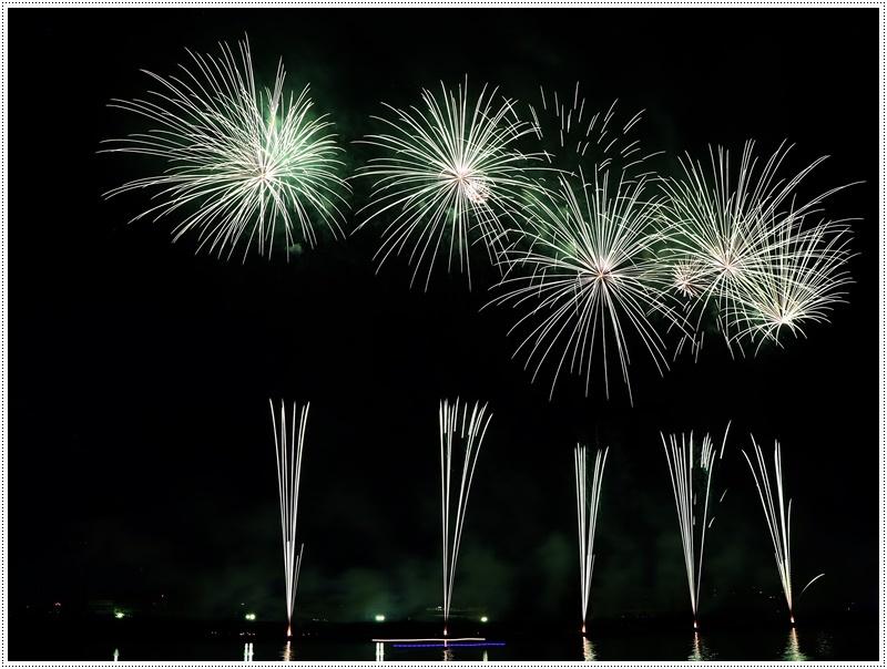 大分の夏祭り その4 花火大会 色鮮やかな花火も良いけど、日本古来の花火も素敵です_b0175688_07434996.jpg