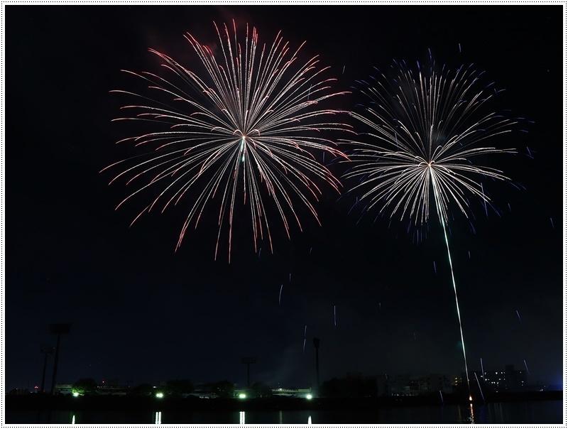大分の夏祭り その4 花火大会 色鮮やかな花火も良いけど、日本古来の花火も素敵です_b0175688_07440666.jpg