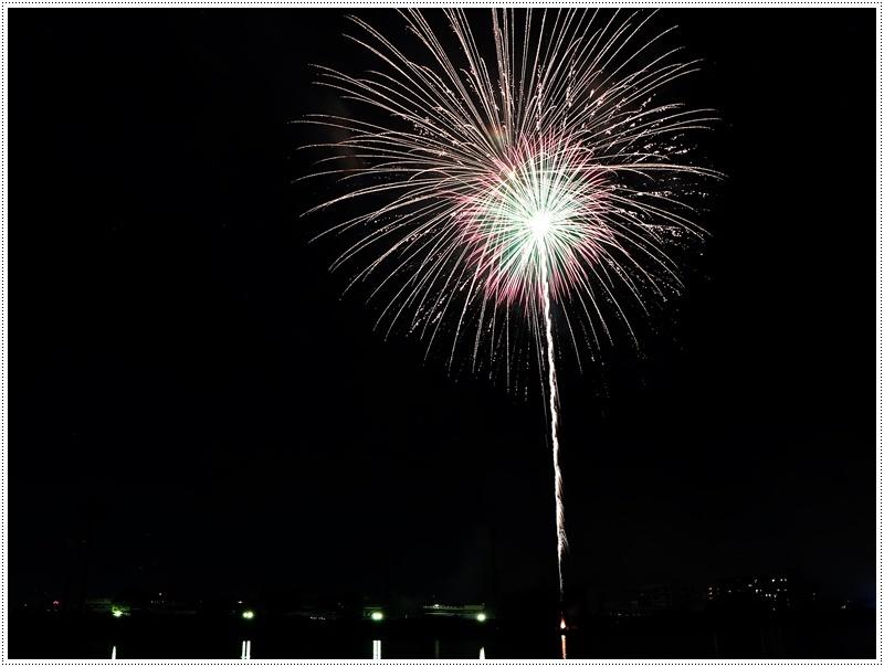 大分の夏祭り その4 花火大会 色鮮やかな花火も良いけど、日本古来の花火も素敵です_b0175688_07445021.jpg