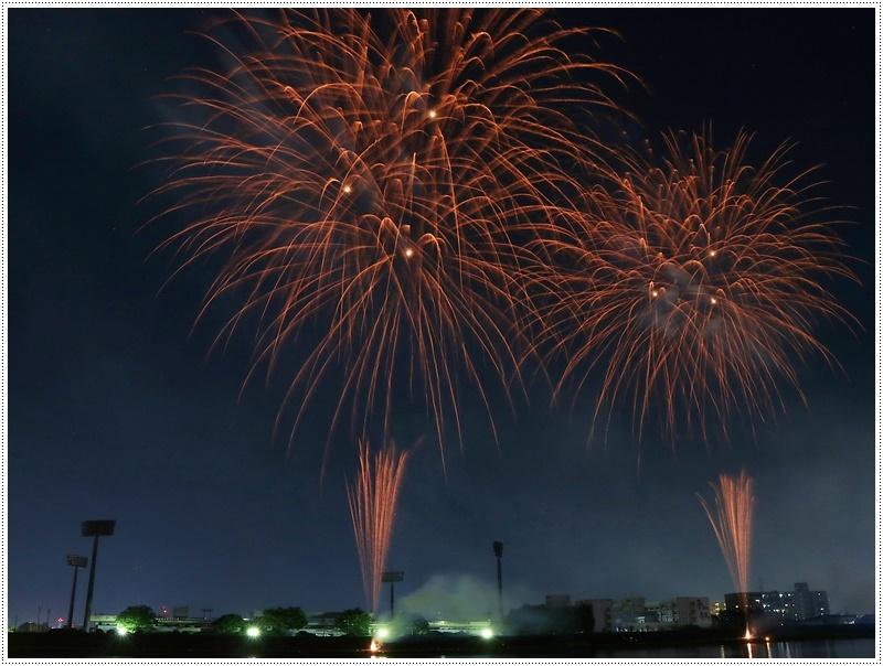 大分の夏祭り その4 花火大会 色鮮やかな花火も良いけど、日本古来の花火も素敵です_b0175688_07535584.jpg