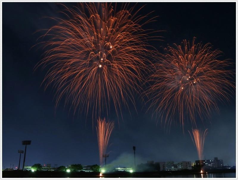 大分の夏祭り その4 花火大会 色鮮やかな花火も良いけど、日本古来の花火も素敵です_b0175688_07535822.jpg