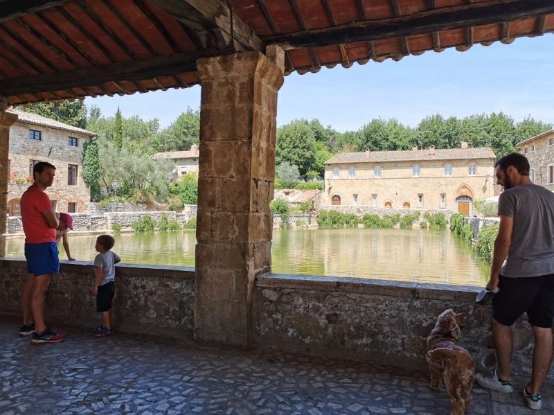 村の広場に温泉が湧くバーニョ・ヴィニョーニ_f0106597_00463571.jpg