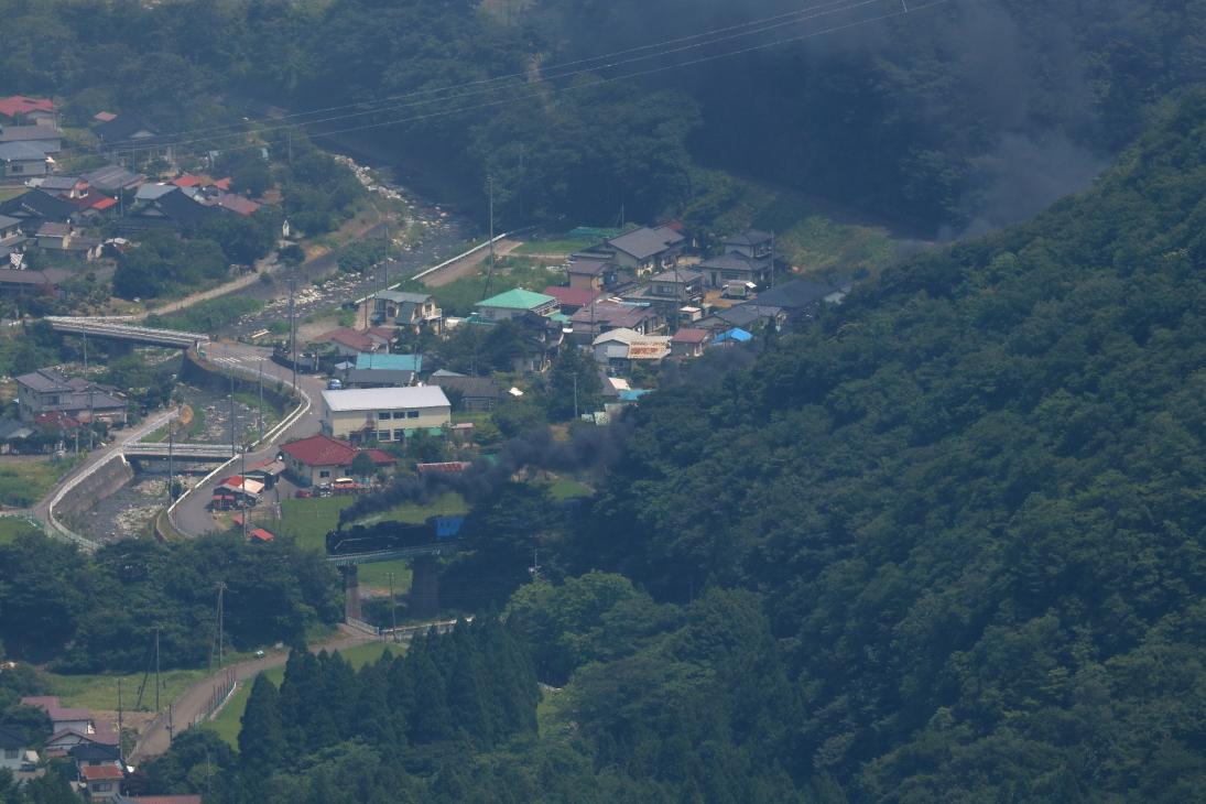 大松俯瞰で黒煙白帯の機関車 - 2019年猛暑・釜石線 -_b0190710_17371872.jpg