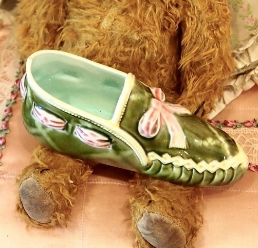 パリの蚤の市から*ピンクのリボン帽子や陶器の靴&ガウン_c0094013_15023133.jpeg