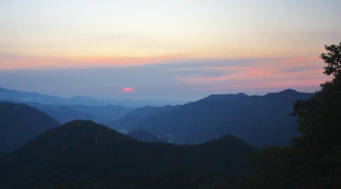 標高1000mでの日の出_c0217255_11302281.jpg