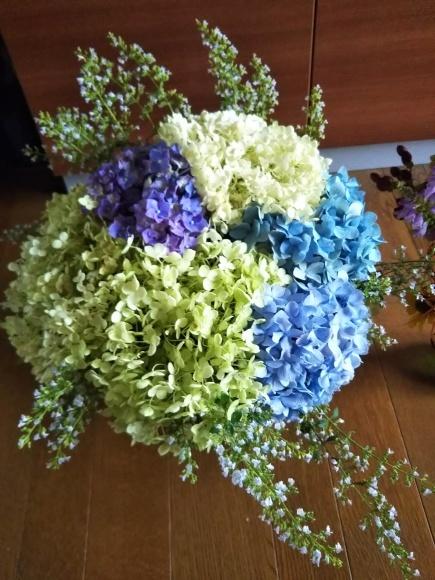 お墓参りの花のアレンジと紫陽花は・・・_f0316507_21050339.jpg