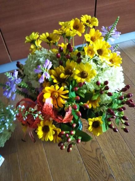 お墓参りの花のアレンジと紫陽花は・・・_f0316507_21051765.jpg