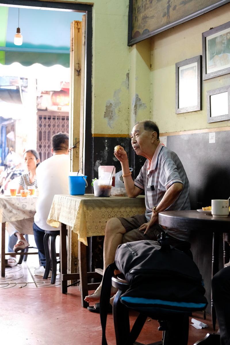 ヤワラート  おやじ喫茶・益生(イヤセー)でバンコク華人街の未来を思う_b0061717_23415775.jpg