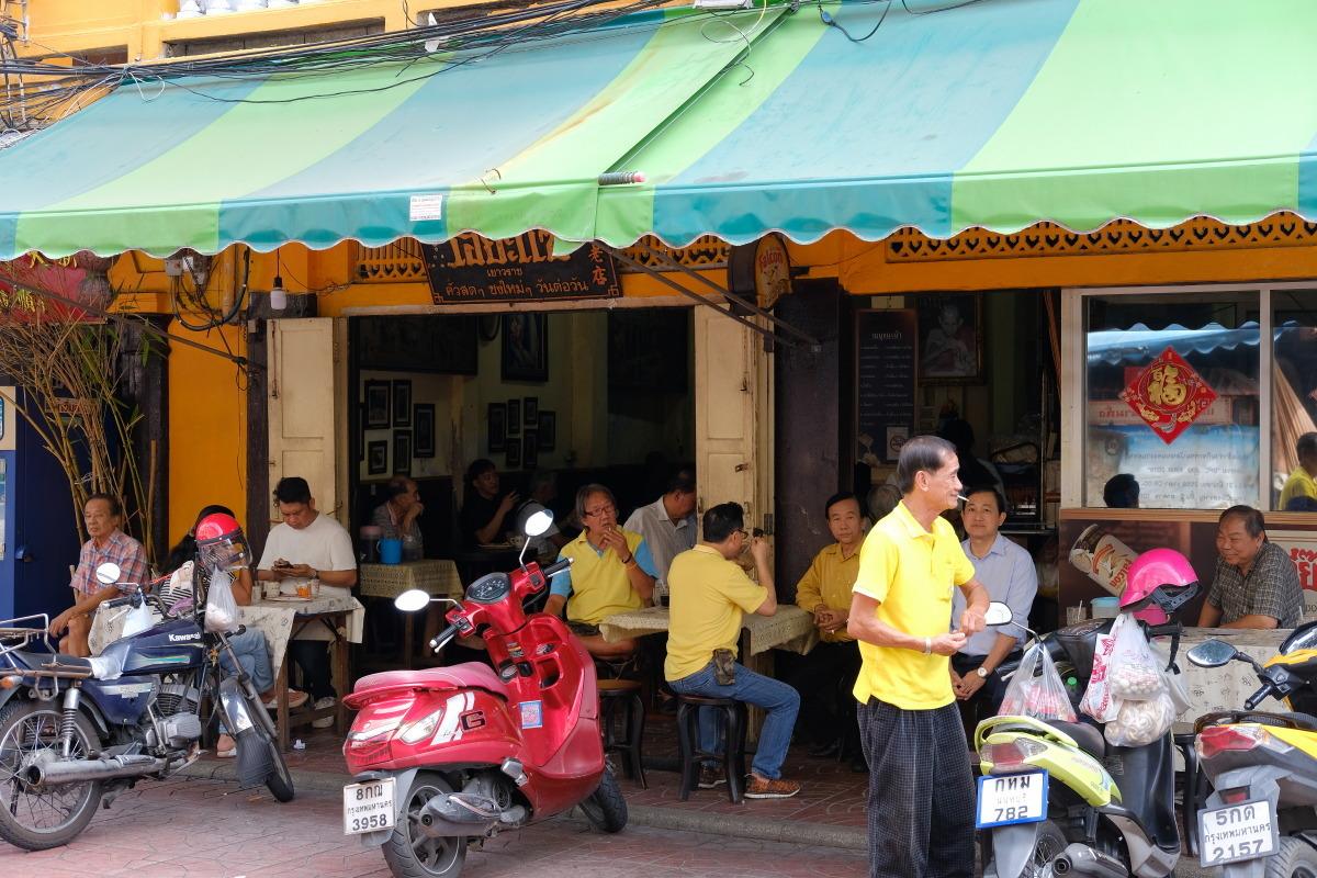 ヤワラート  おやじ喫茶・益生(イヤセー)でバンコク華人街の未来を思う_b0061717_23421244.jpg