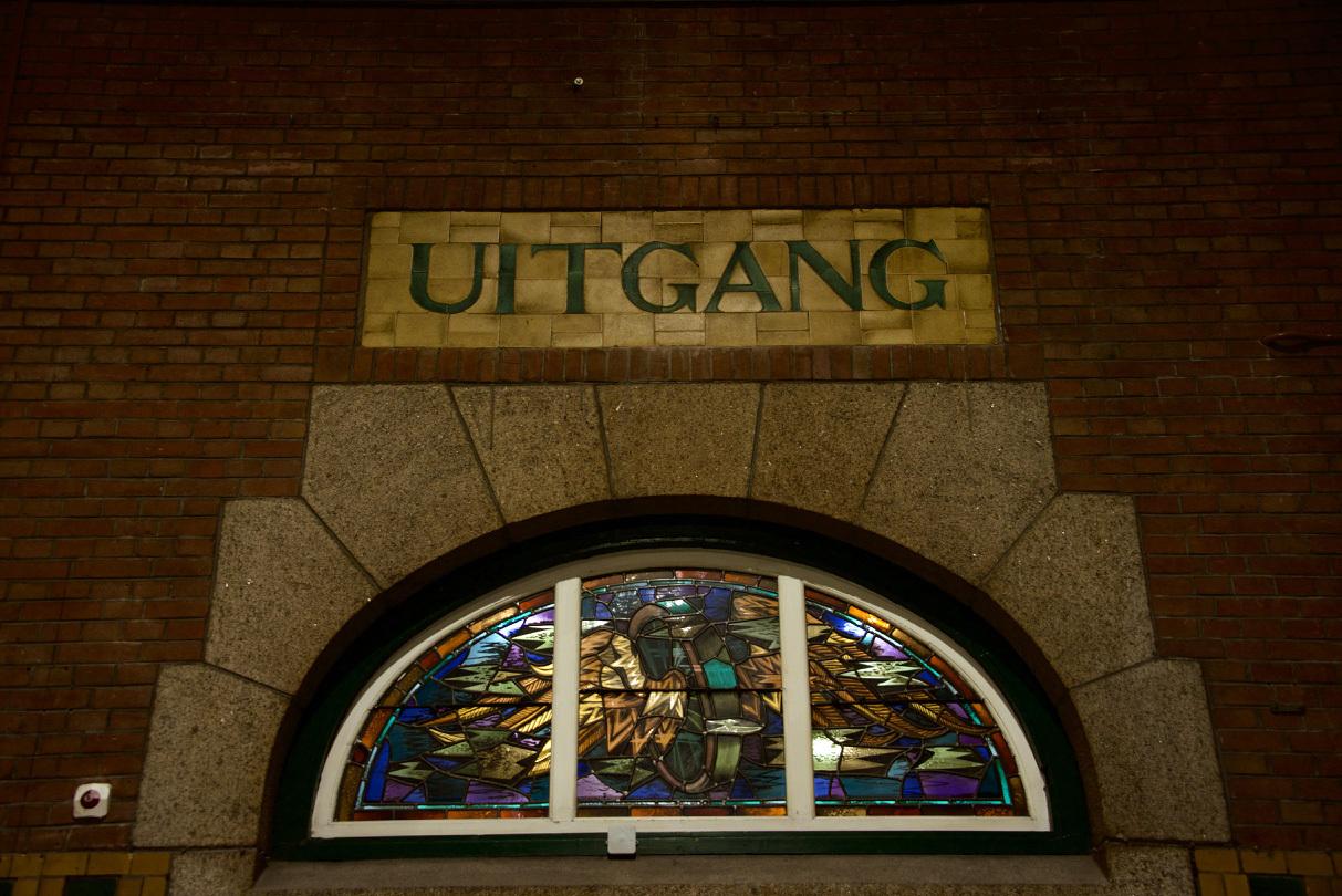 オランダのマーストリヒト駅の文字_e0175918_04152595.jpg