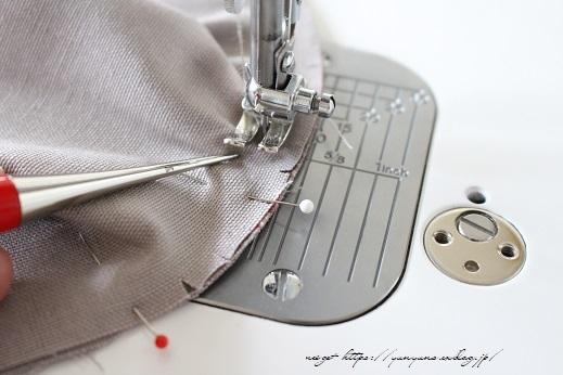 側面のカーブをミシンで綺麗に縫い仕上げる方法(縫い方のポイントレッスン)_f0023333_23130214.jpg