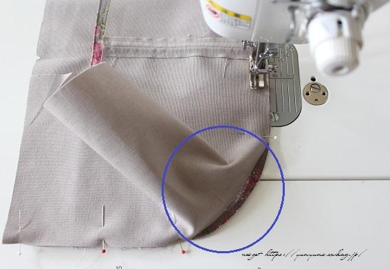 側面のカーブをミシンで綺麗に縫い仕上げる方法(縫い方のポイントレッスン)_f0023333_23130233.jpg