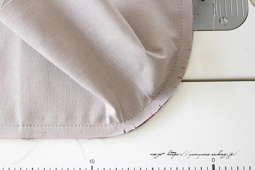側面のカーブをミシンで綺麗に縫い仕上げる方法(縫い方のポイントレッスン)_f0023333_23130391.jpg