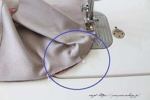側面のカーブをミシンで綺麗に縫い仕上げる方法(縫い方のポイントレッスン)_f0023333_23342140.jpg