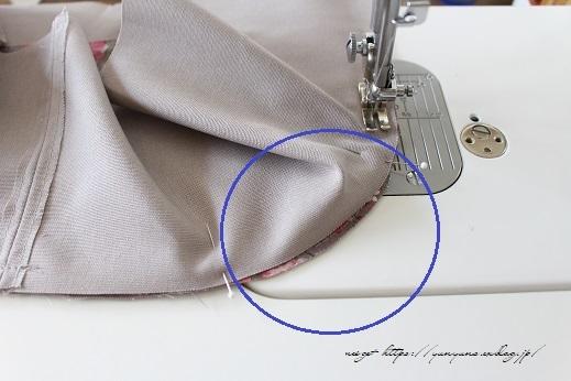 側面のカーブをミシンで綺麗に縫い仕上げる方法(縫い方のポイントレッスン)_f0023333_23342194.jpg