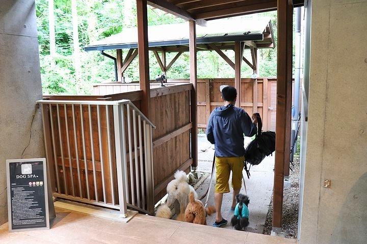 ⑬ホテル凜香富士山中湖でわんこの温泉体験。_b0111376_16154012.jpg