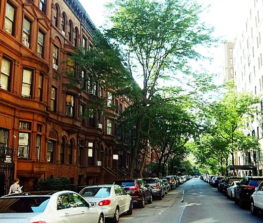 アッパー・ウェスト・サイドの住宅街は、こんな感じの雰囲気です_b0007805_00124760.jpg