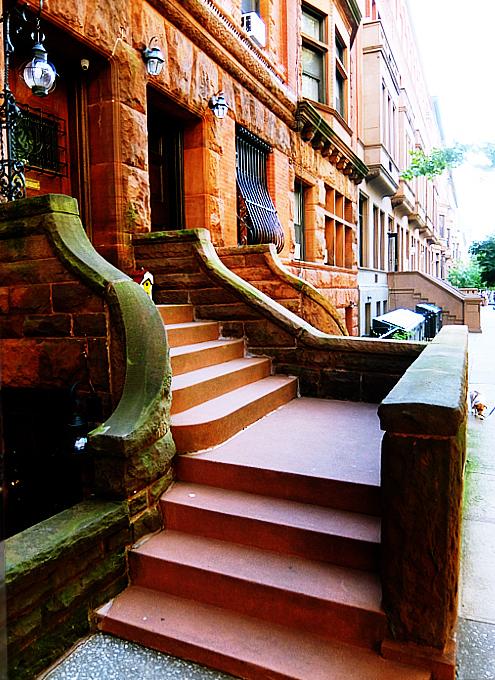 アッパー・ウェスト・サイドの住宅街は、こんな感じの雰囲気です_b0007805_00194550.jpg