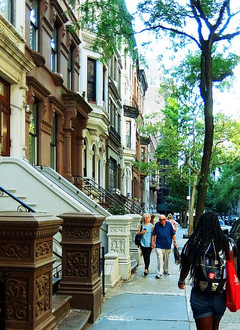 アッパー・ウェスト・サイドの住宅街は、こんな感じの雰囲気です_b0007805_00261131.jpg