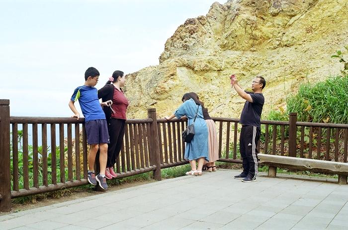 積丹岬の観光客_c0182775_17425227.jpg