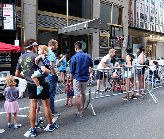 Summer Streets、子ども向け車椅子バスケの体験コーナー by New York Rolling Fury_b0007805_19070716.jpg