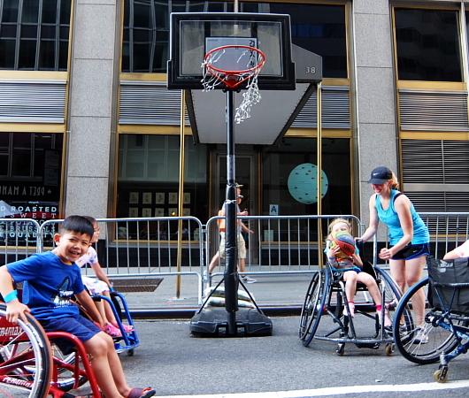 Summer Streets、子ども向け車椅子バスケの体験コーナー by New York Rolling Fury_b0007805_19092863.jpg