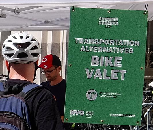 Summer Streets、無料の貸し出し自転車と駐輪場_b0007805_20074118.jpg