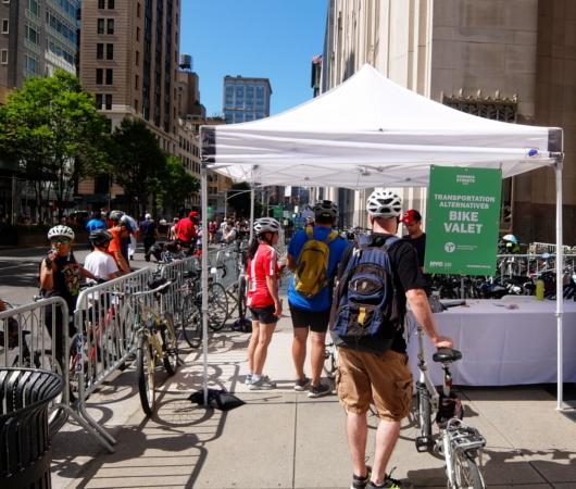 Summer Streets、無料の貸し出し自転車と駐輪場_b0007805_20090454.jpg