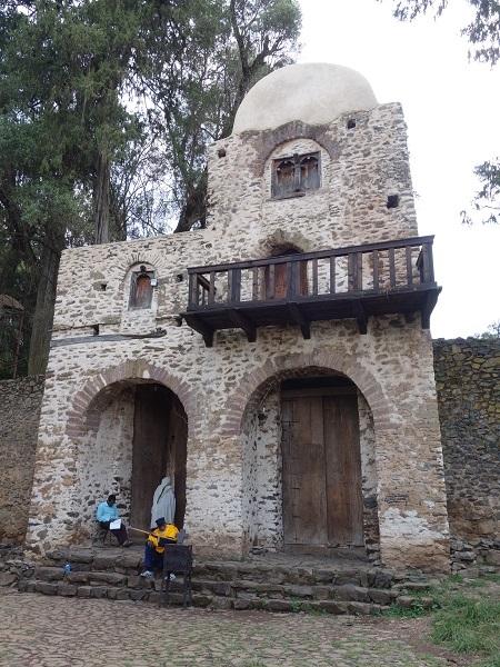 ゴンダールの見どころはこちら(天使の天井画の教会など)_d0360509_19184896.jpg