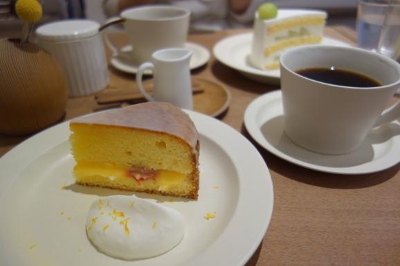 SIGNE COFFEEさんでヴィクトリアケーキ_e0230011_17235035.jpg