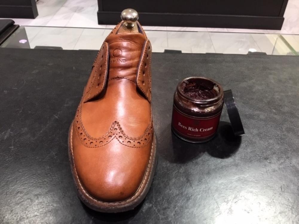 靴の色味より濃いクリームを使ってみました。(前篇)_b0226322_13332500.jpg