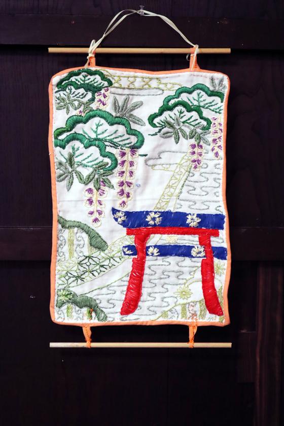 刺繍 ~ 老松藤文の壁掛け飾り ~_e0222340_16162620.jpg