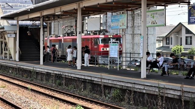 藤田八束の鉄道写真@日韓問題泥沼化する解決の糸口はいかに政治とはこんなにも難しいことか、貨物列車と東北本線東仙台にて_d0181492_20525326.jpg